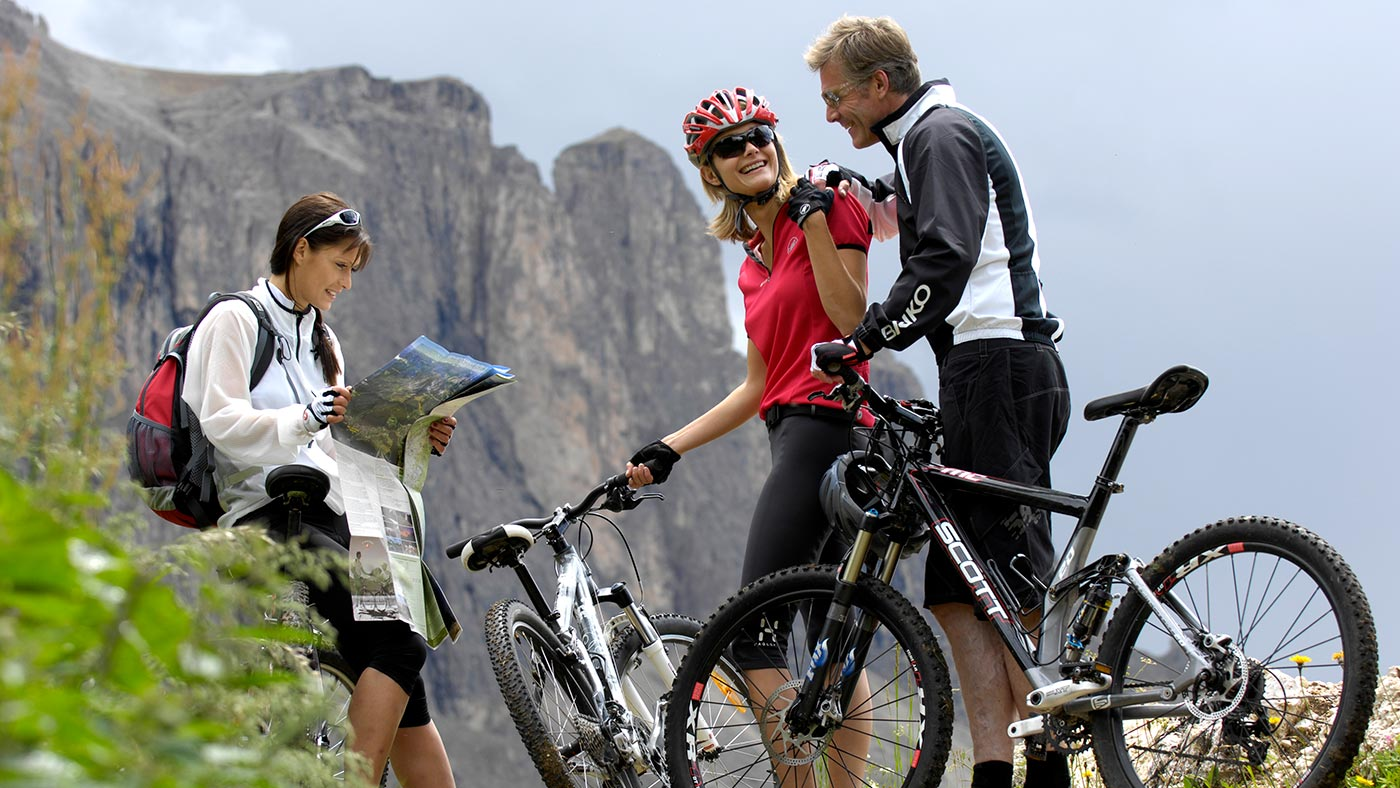 A group of friends toured with bikes Selva Val Gardena