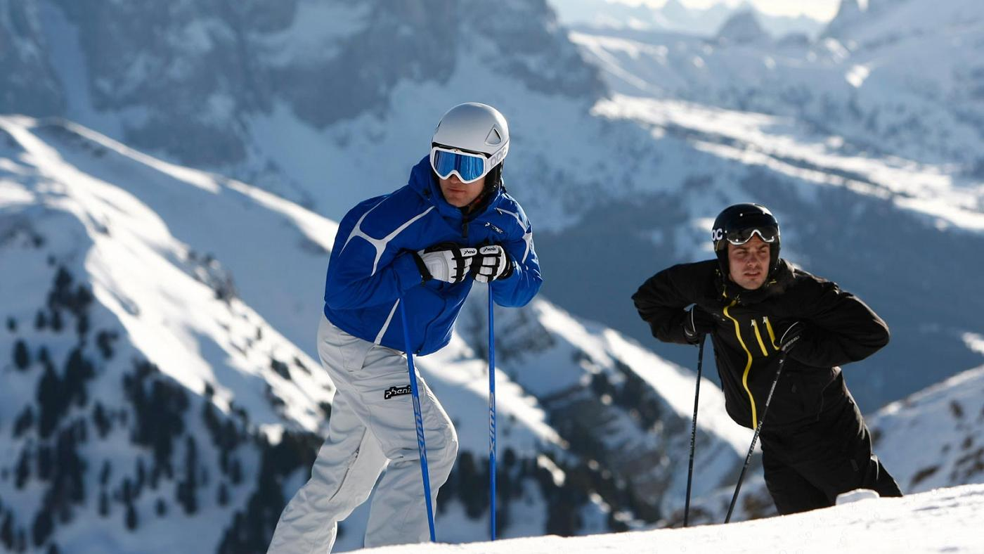 Two friends skiing in Selva Val Gardena