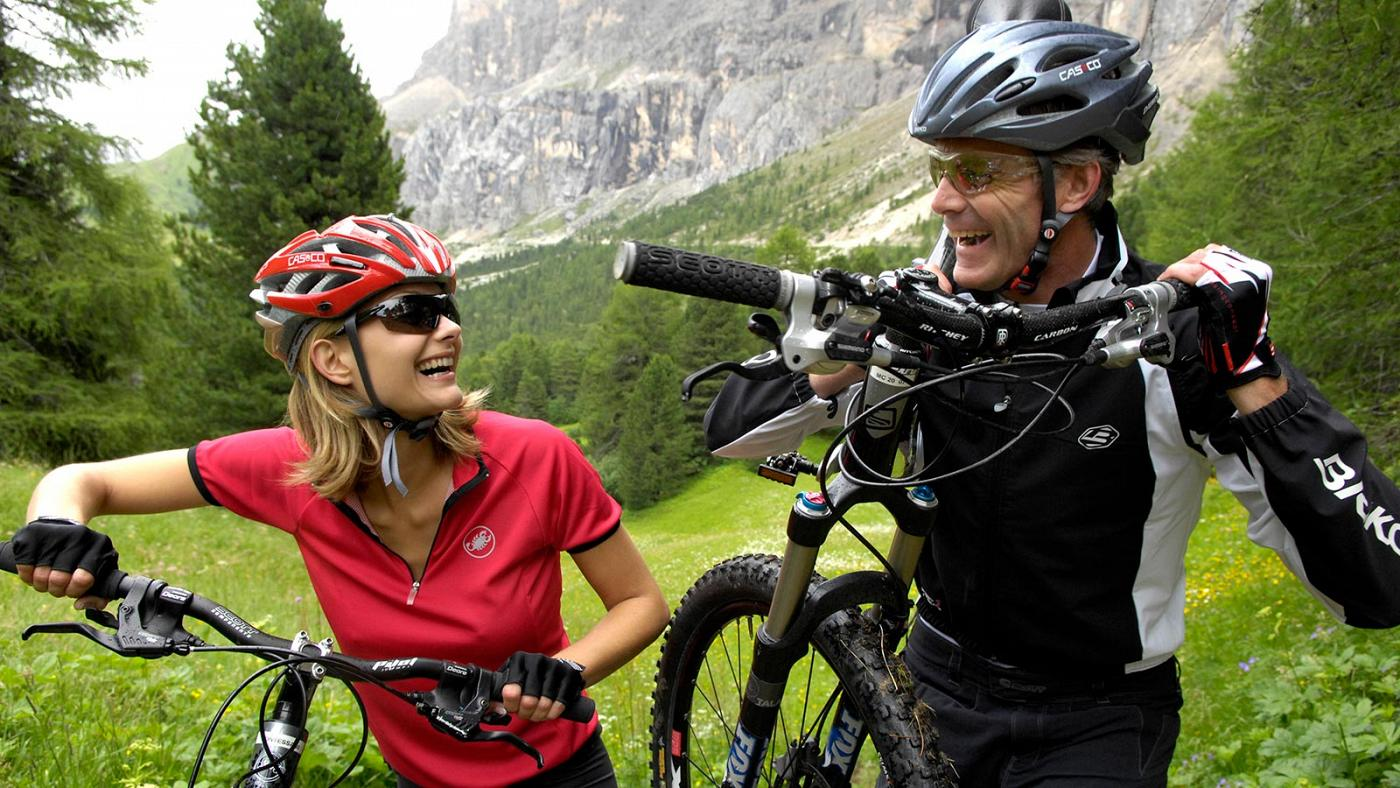 A couple during Sellaronda walk and bike
